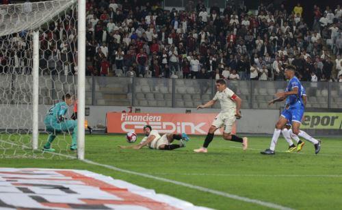 Universitario ganò 2 - 1 a Unión Comercio
