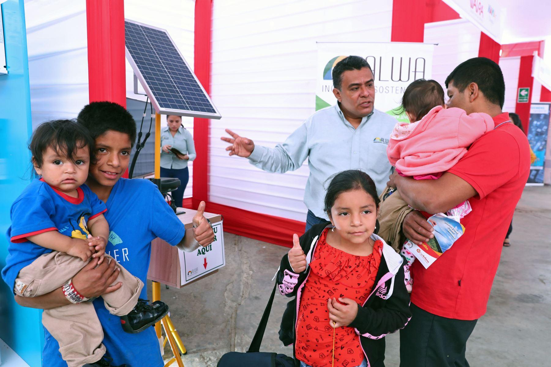 Ministro de Energía y Minas, Francisco Ísmodes inaugura Feria de Tecnologías Limpias y Eficientes en Piura con el objetivo de promover medidas de ahorro energético desde el hogar en contra del cambio climático. Foto: ANDINA