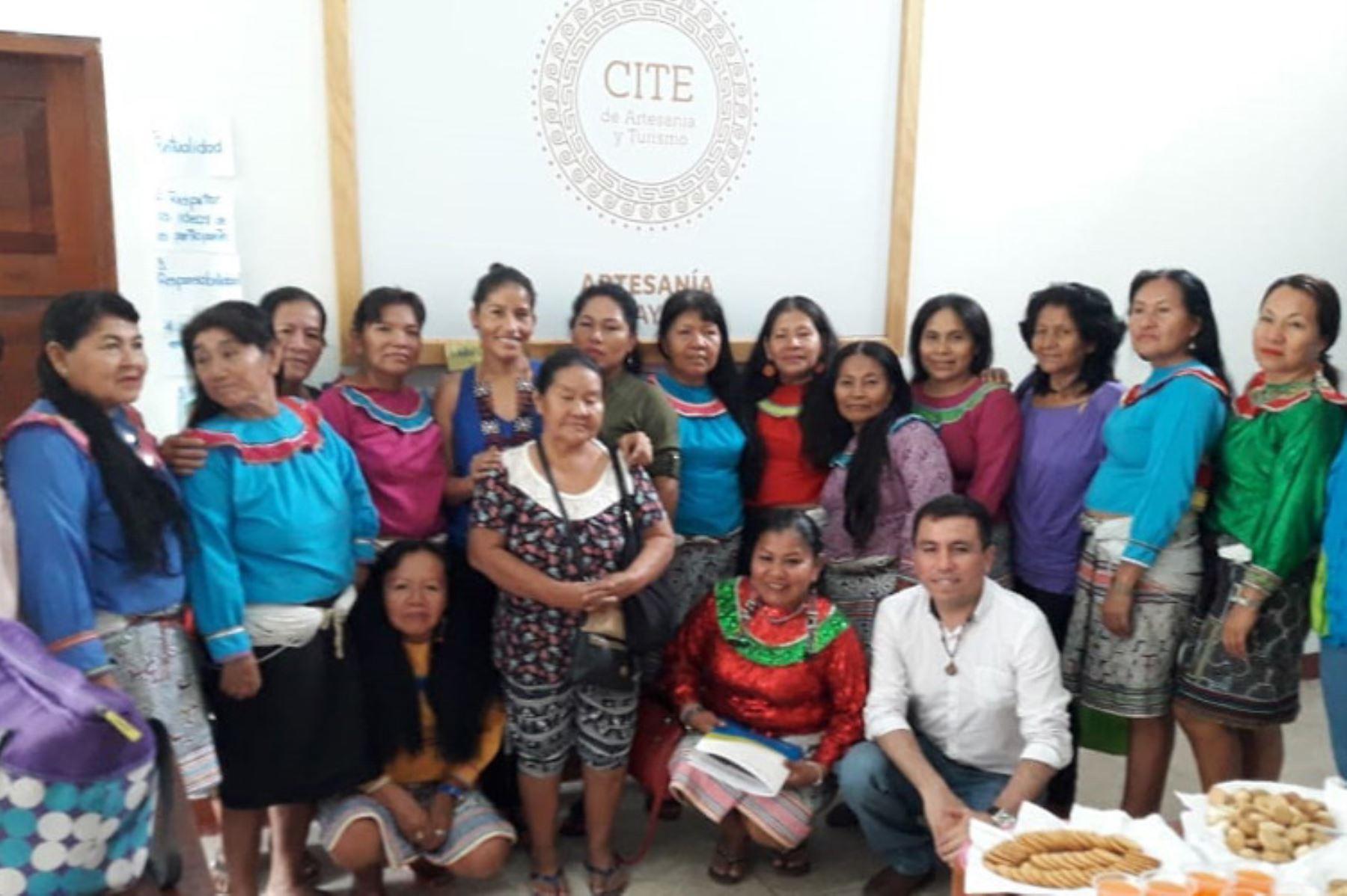 Las artesanas textiles de la Amazonía serán certificadas en sus lenguas originarias, para impulsar la producción de diseños textiles.