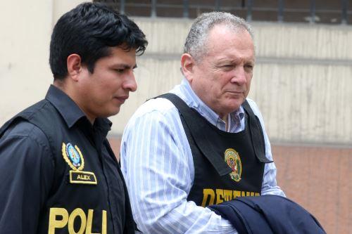 Asesores de Keiko Fujimori detenidos en la Prefectura de Lima