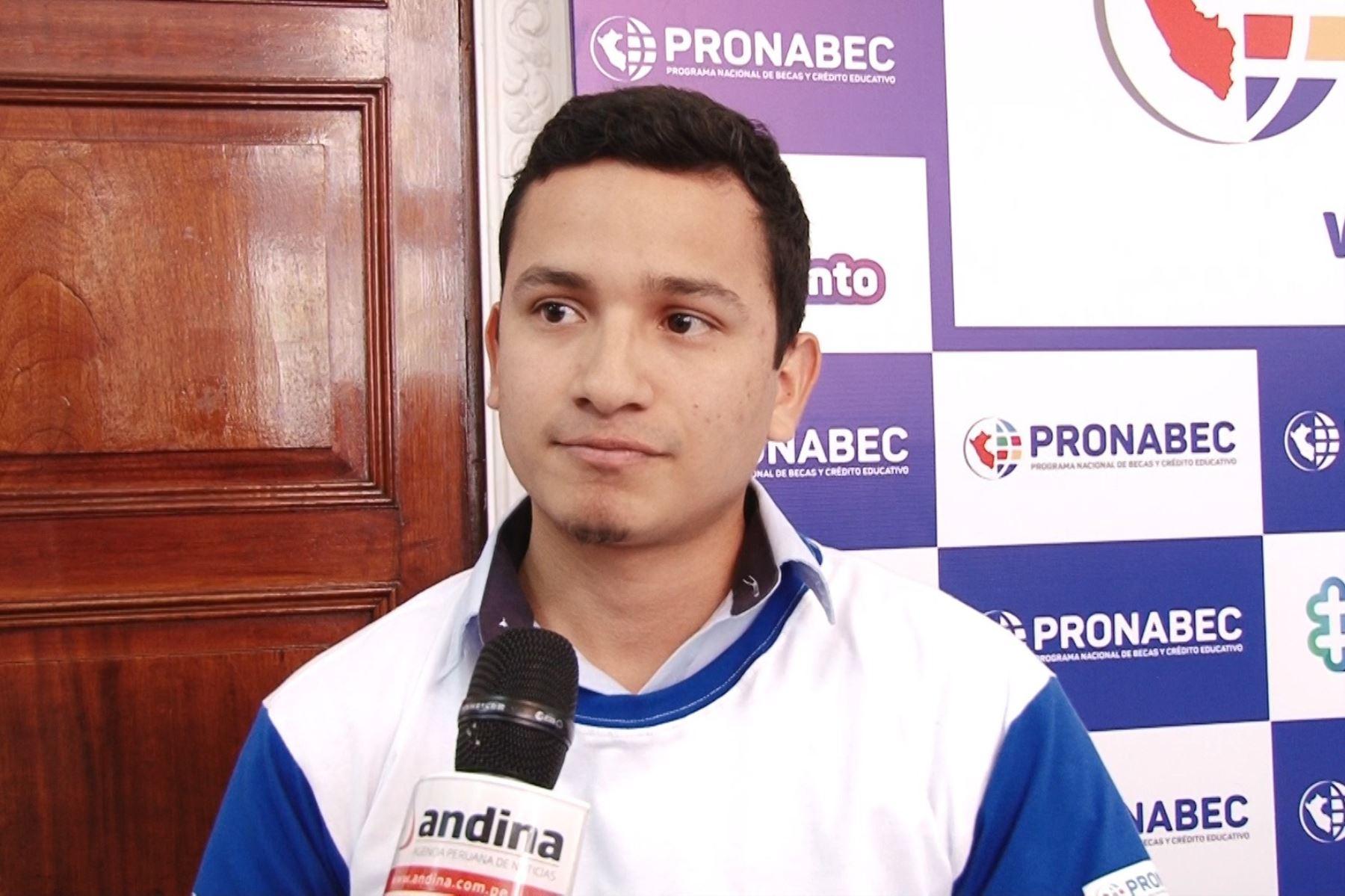 David Sulca Sánchez, estudiante de ingeniería industrial de la Universidad San Marcos, es beneficiario de Beca 18. Foto: ANDINA.