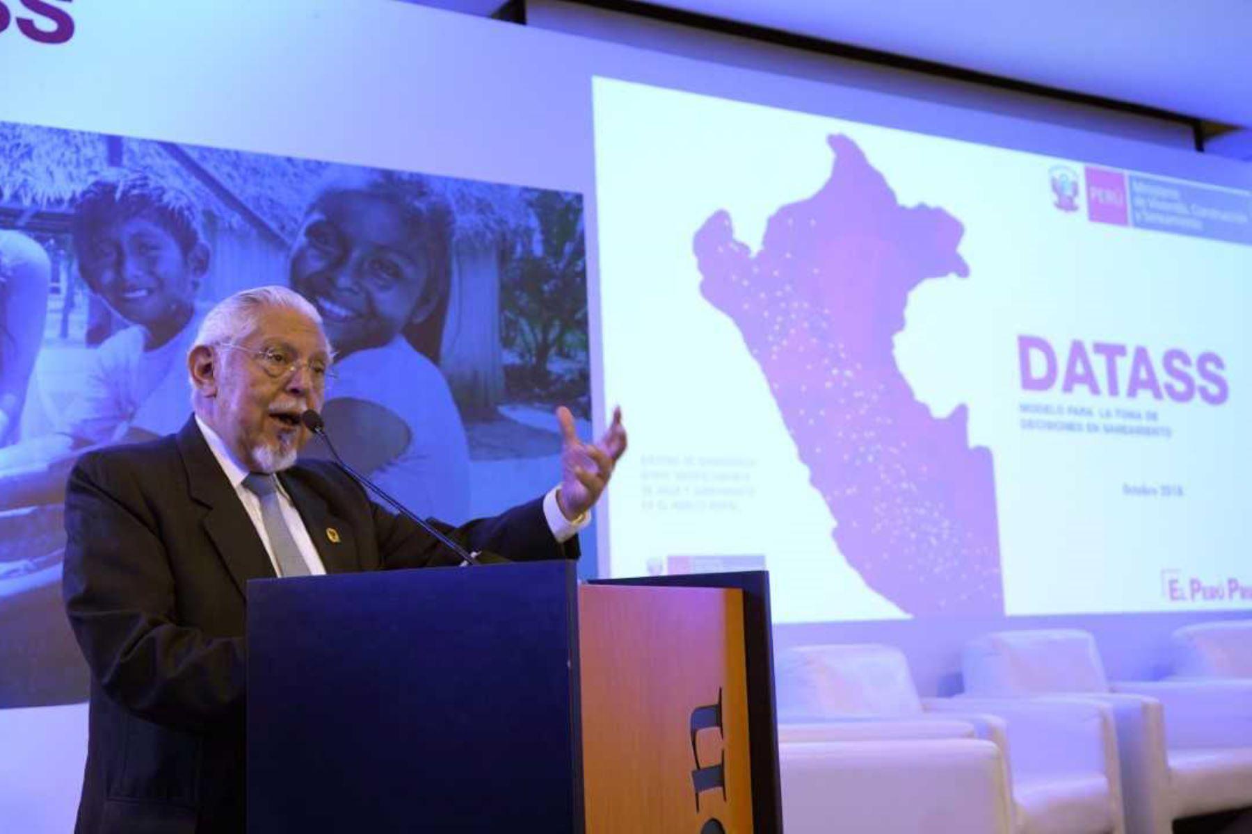 Ministro de Vivienda, Javier Piqué, lanza aplicativo para mejorar servicios de agua y saneamiento rural.