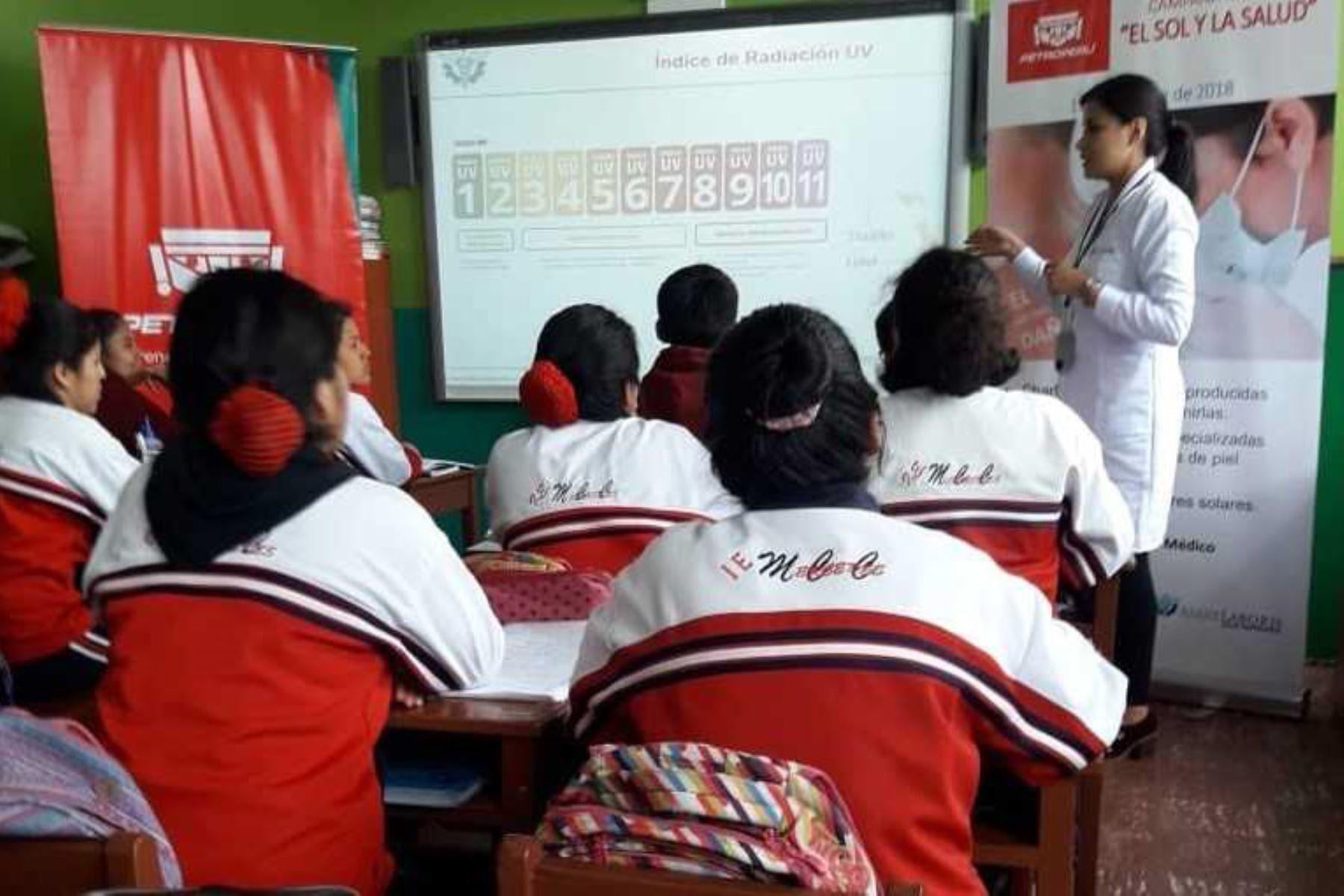 Petroperú realizó hoy una jornada de salud preventiva en beneficio de los más de 1,000 estudiantes, así como de la plana docente de la Institución Educativa Mercedes Cabello de Carbonera de esa ciudad.