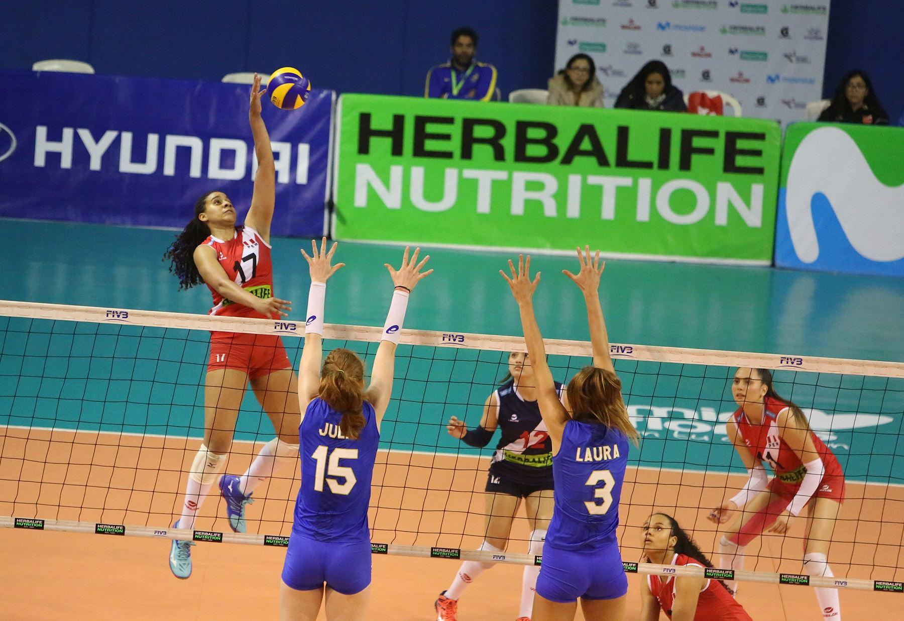 Las peruanas no pudieron con las brasileñas y hoy pelearán por el tercer lugar ante las chilenas