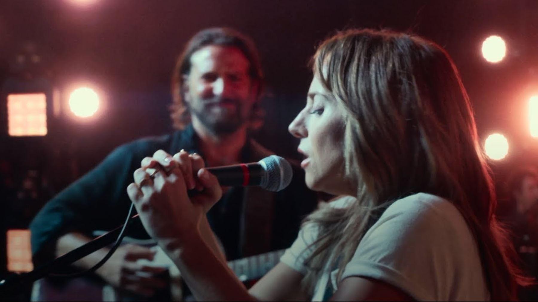 Lady Gaga y Bradley Cooper en una escena de la película Nace una estrella.