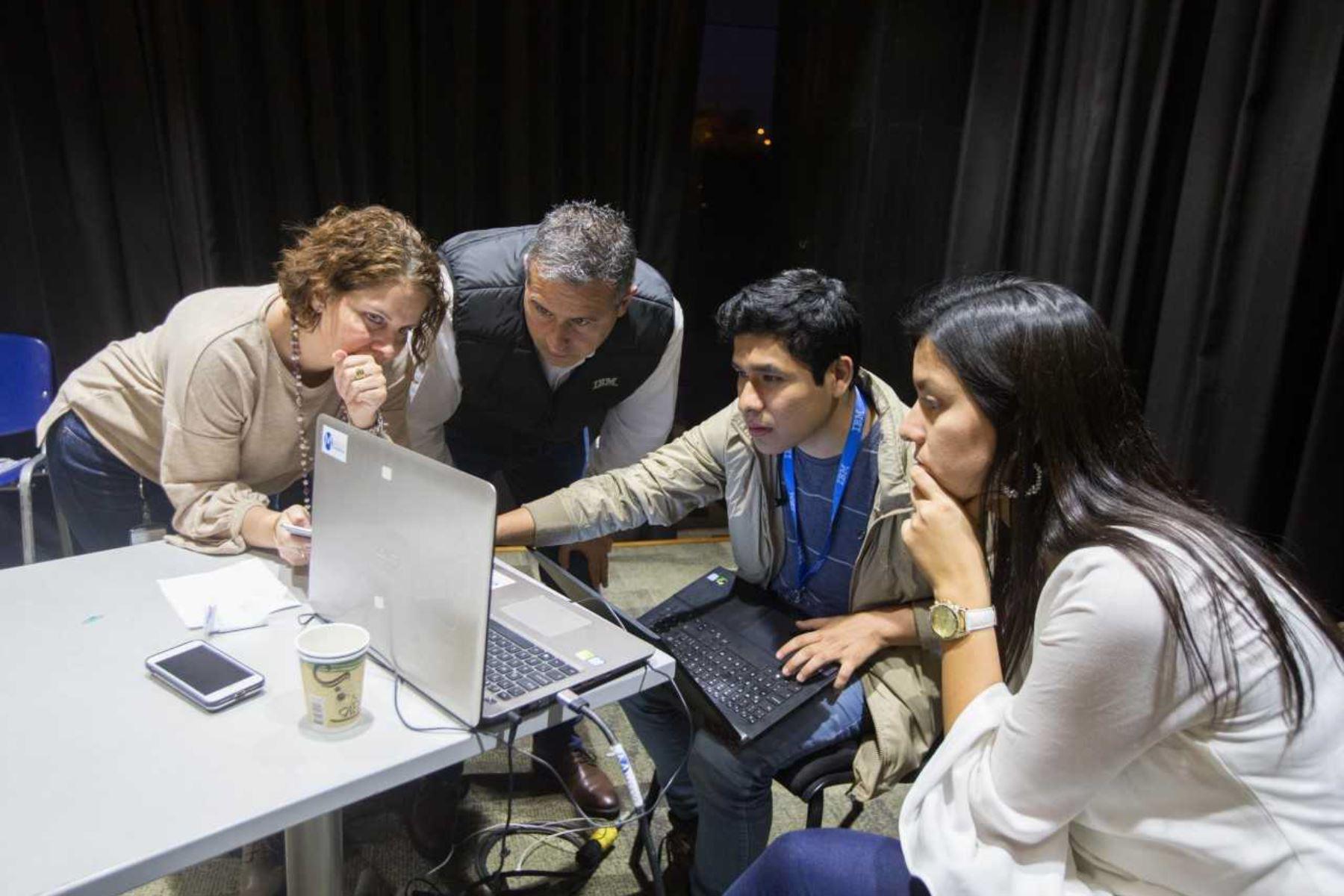 Midis impulsa soluciones tecnológicas en quechua rumbo al Bicentenario