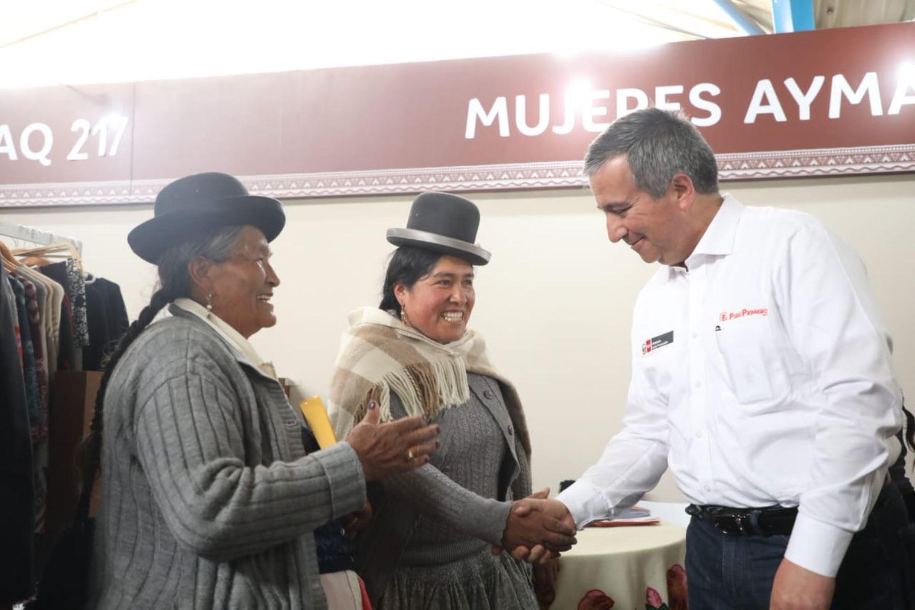 Más de 120,000 empleos genera producción de fibra de alpaca en el Perú, destacó ministro de la Producción, Raúl Pérez-Reyes. ANDINA/Difusión