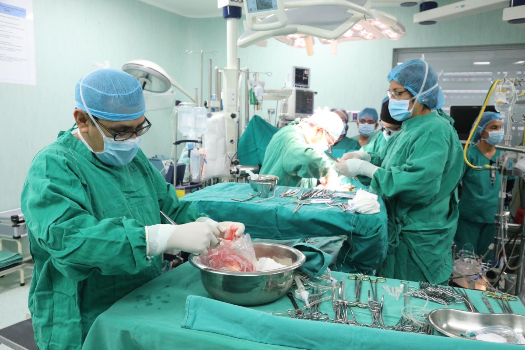 El órgano fue trasplantado a José Martín Mendoza Rojas, paciente de 69 años, quien sufre de angina de pecho desde los 37 años y se encontraba en 'lista de espera' para recibir esta donación desde abril de 2017. Foto: ANDINA/Difusión