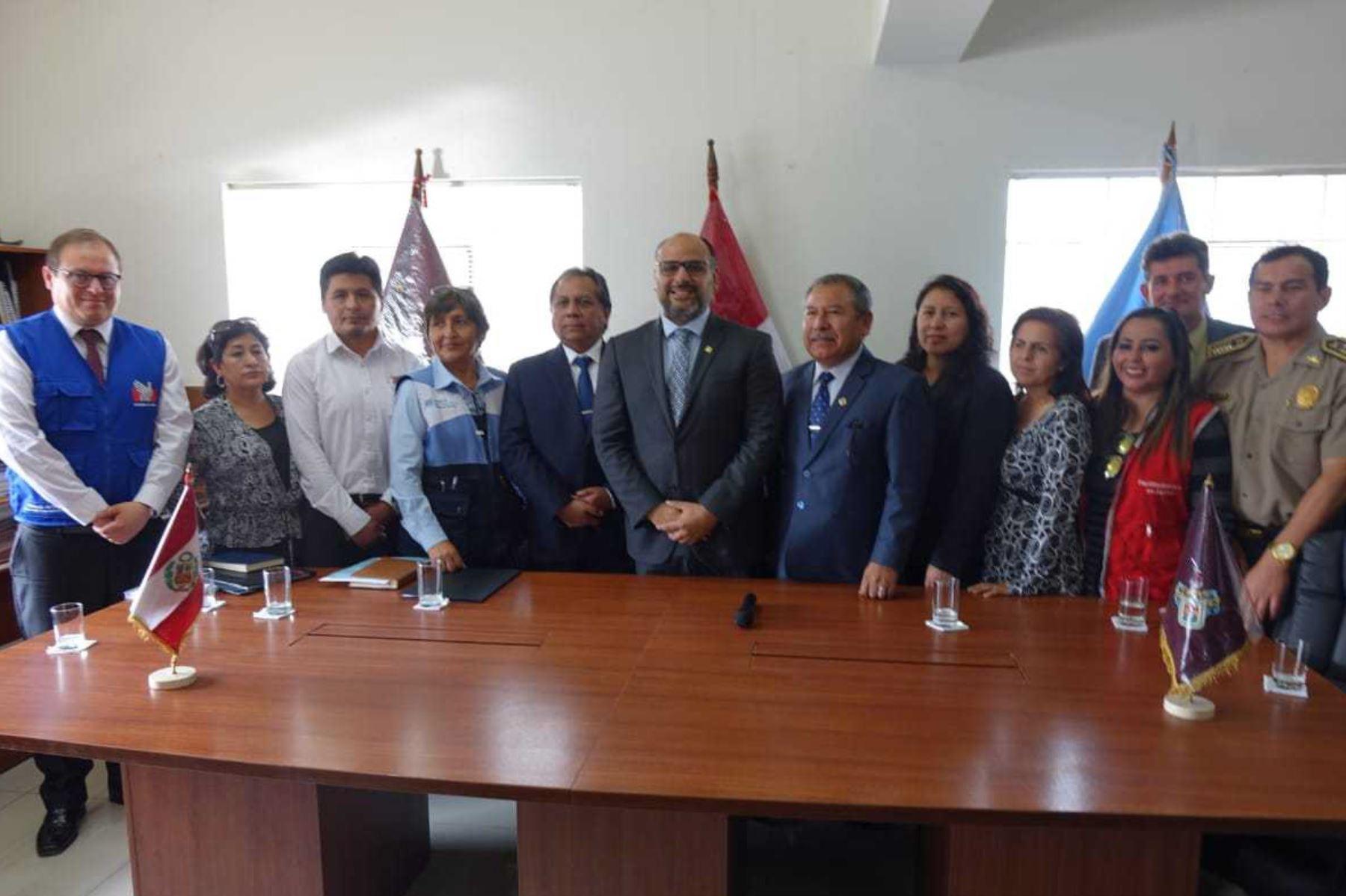 Ministro Alfaro evalúa avances en la lucha contra la violencia escolar en Arequipa