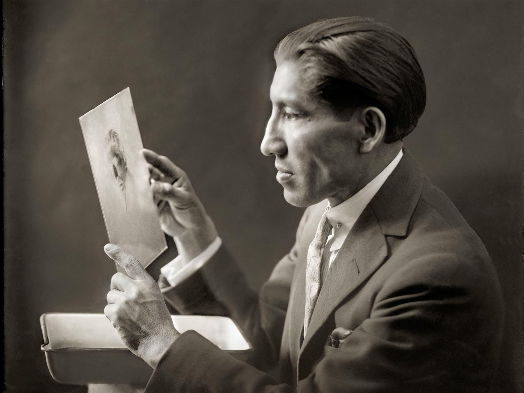 Ministerio de Cultura declaró Patrimonio Cultural de la Nación a la obra fotográfica de Martín Jerónimo Chambi Jiménez.
