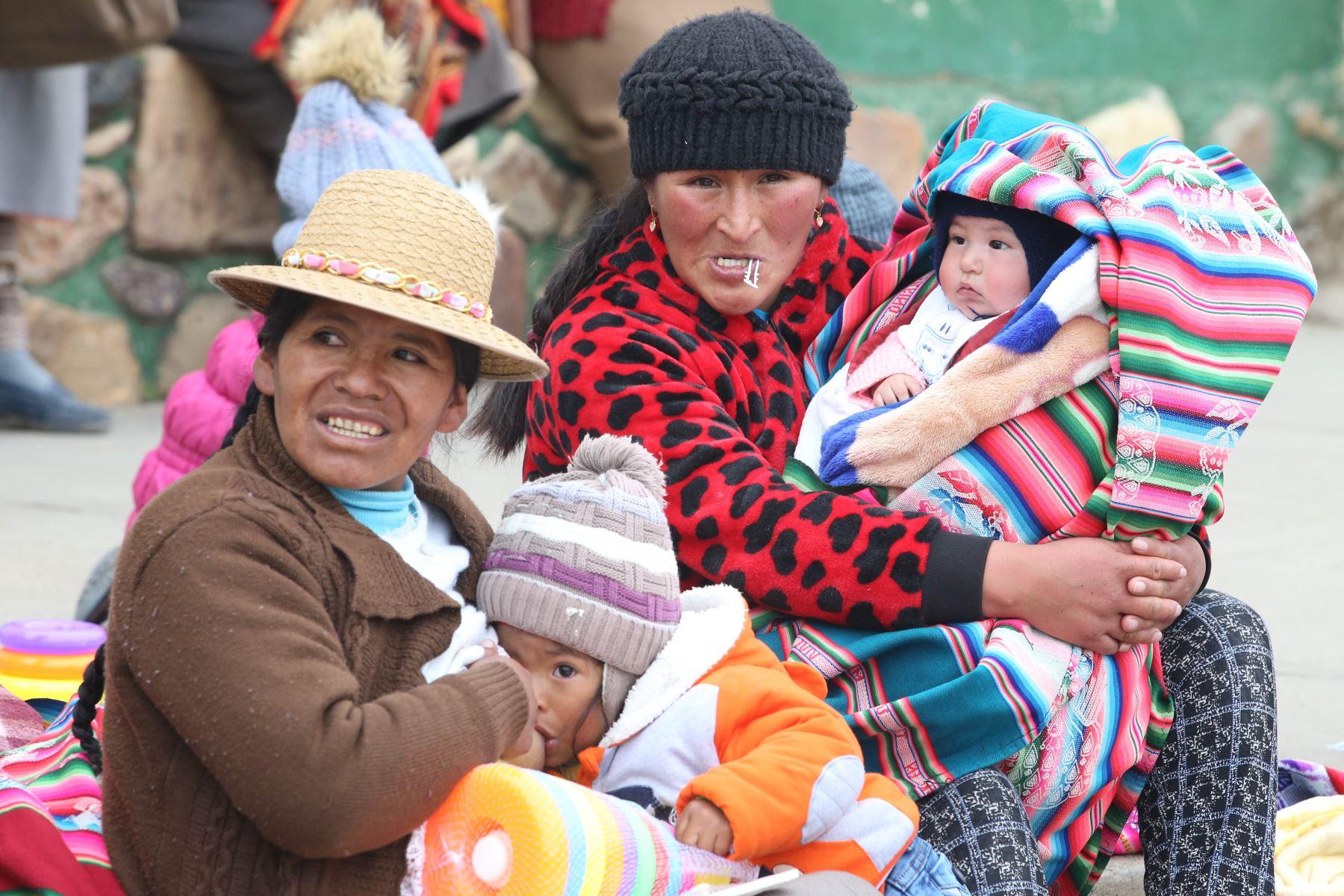 Para el combate contra la anemia en este centro poblado, el proyecto ha proporcionado el suplemento vitamínico Feranin (hierro polimaltosado), considerado uno de los mejores medicamentos para el tratamiento de la deficiencia de hierro en niños, madres embarazadas y lactantes. Foto: ANDINA/Vidal Tarqui