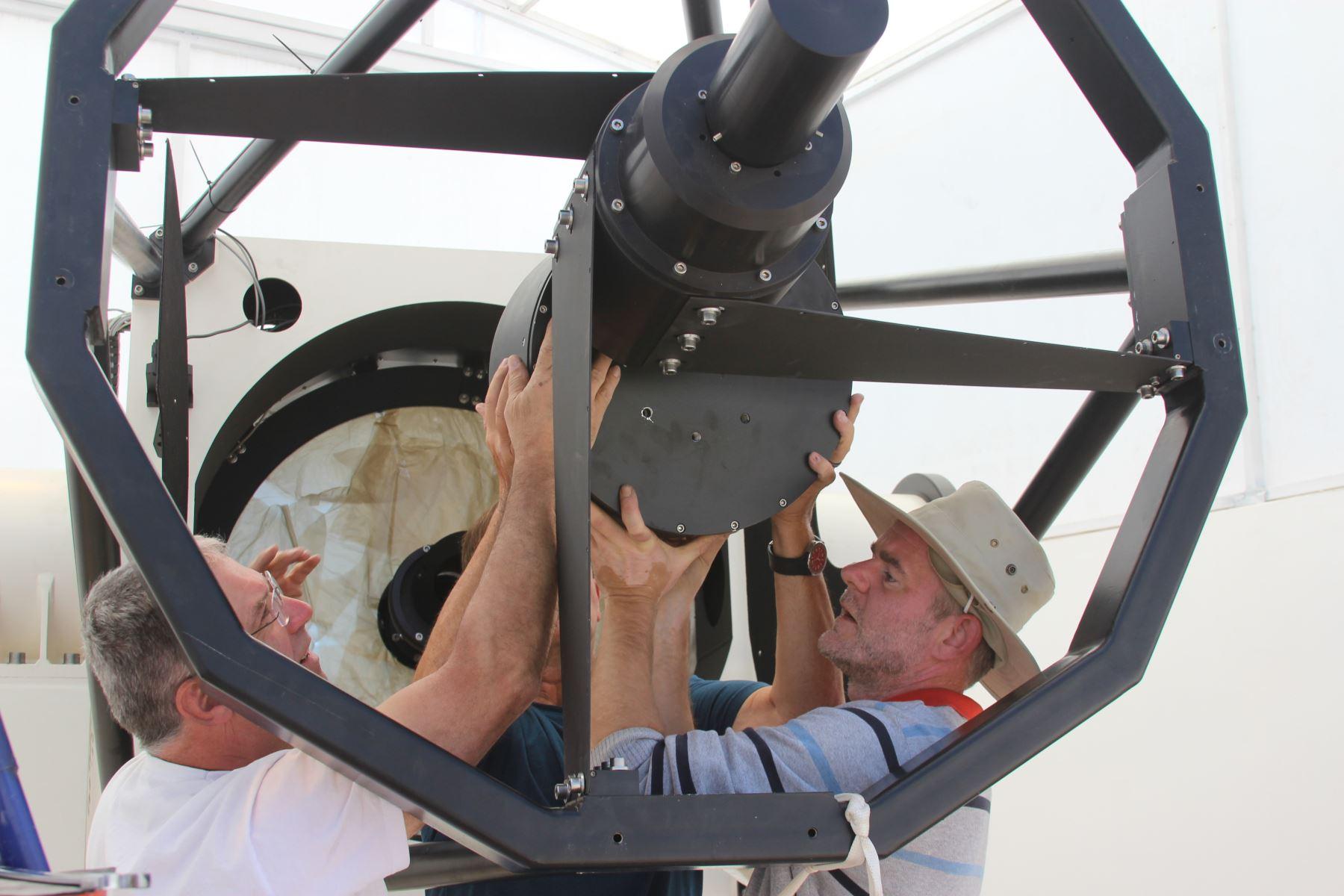 El Ritchey Chrétien (RC-1M), el telescopio más grande y moderno del Perú, es instalado a 3,300 metros sobre el nivel del mar, en el centro poblado de Cambrune, en la región Moquegua.