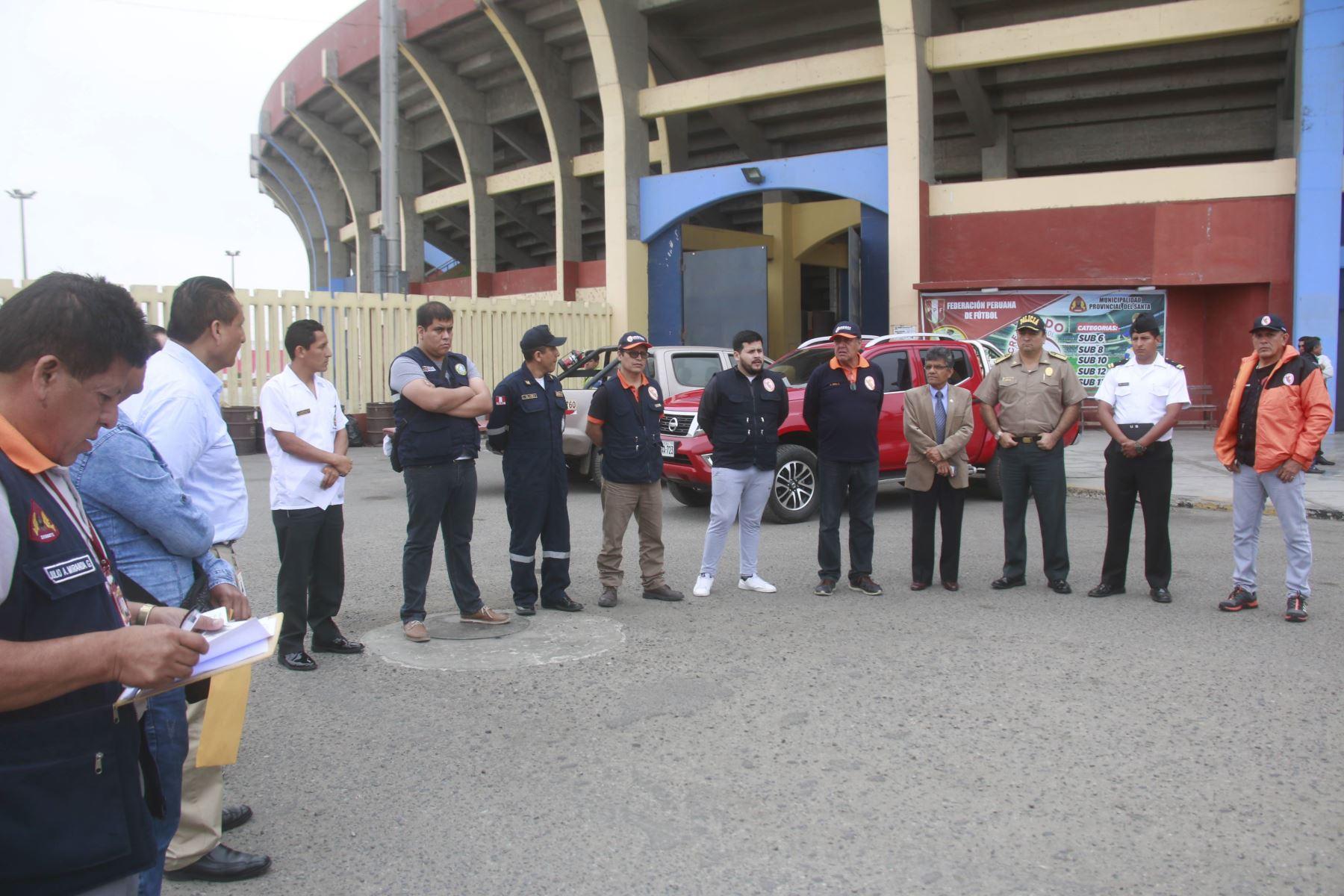 En el estadio municipal Manuel Rivera Sánchez de Chimbote, región Áncash,se instaló un punto de albergue temporal en caso de emergencia por desastres naturales.