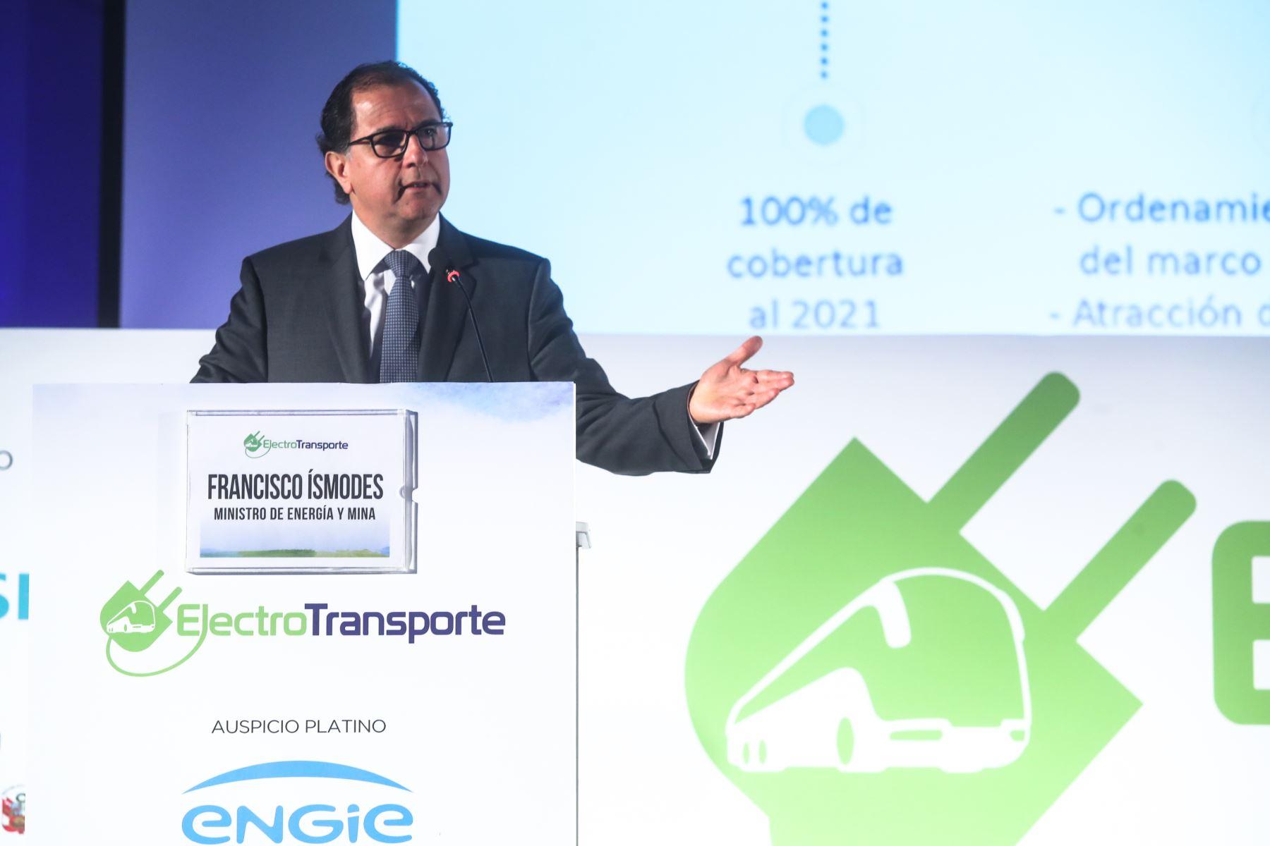 Ministro del MEM, Francisco ísmodes participó en la Feria Electro TransporteANDINA/Difusión