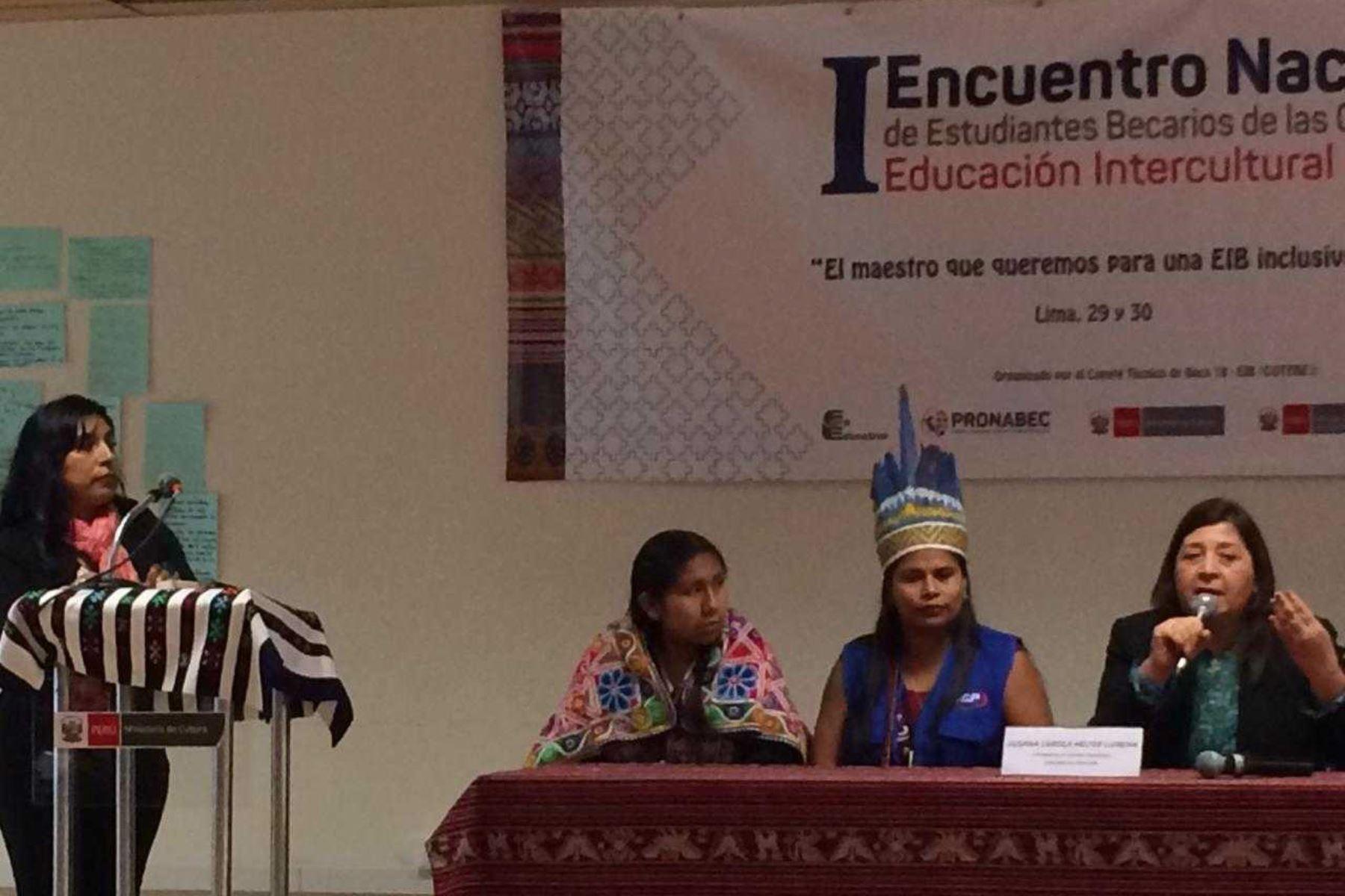 Primer Encuentro Nacional de Estudiantes Becarios de la Carrera de Educación Intercultural Bilingüe, se desarrolla en Lima.