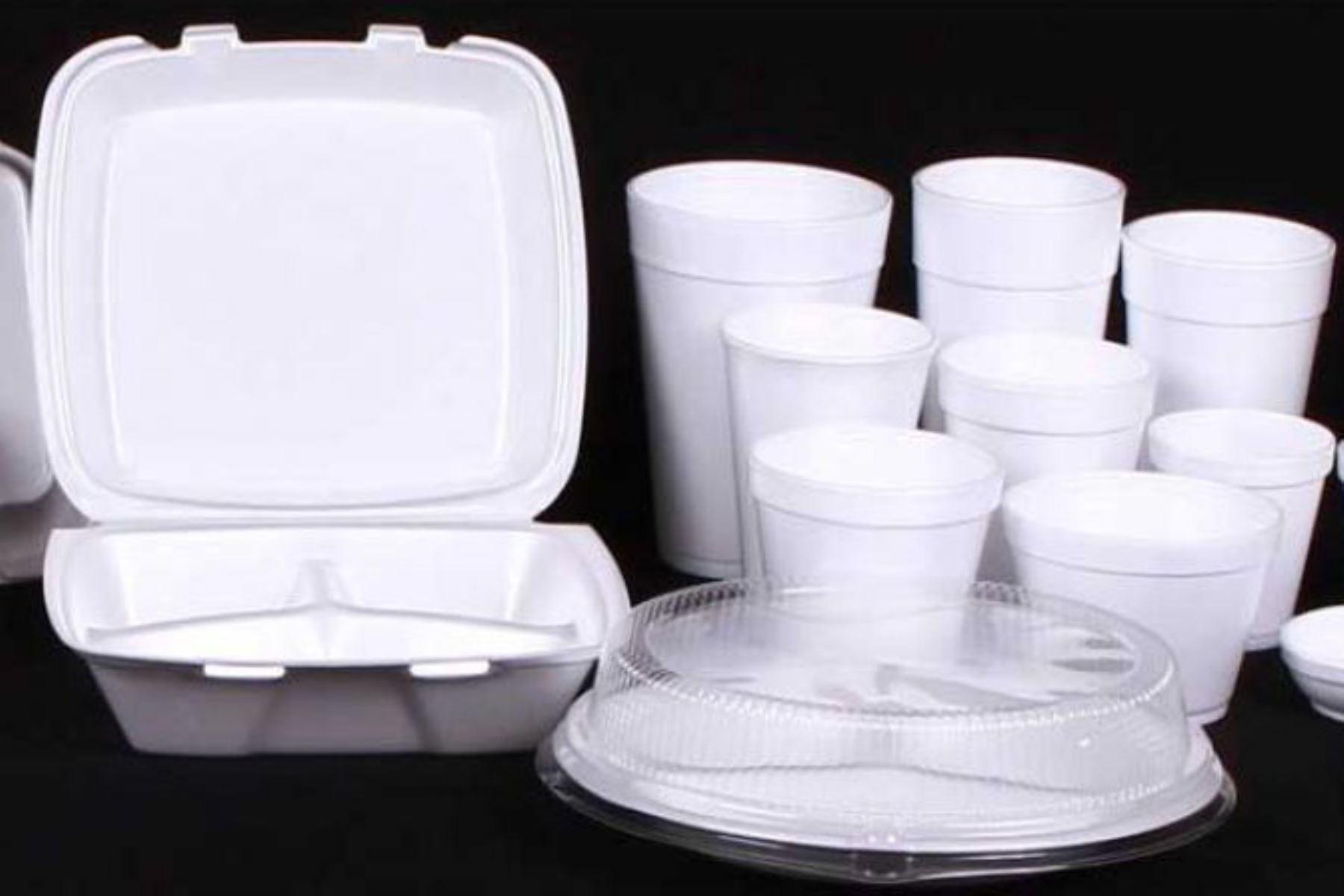 Instituciones estatales dirán adiós a los contenedores de plástico de uh solo uso. Foto: Internet/Medios