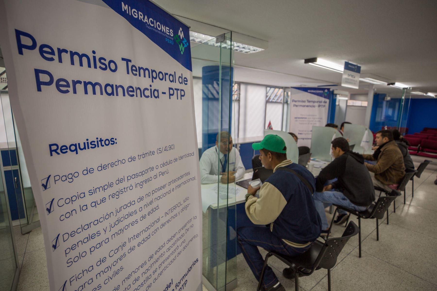 El PTP es un documento que acredita la situación migratoria regular de los venezolanos y permite trabajar, estudiar y acceder a diversos servicios. Foto: Migraciones