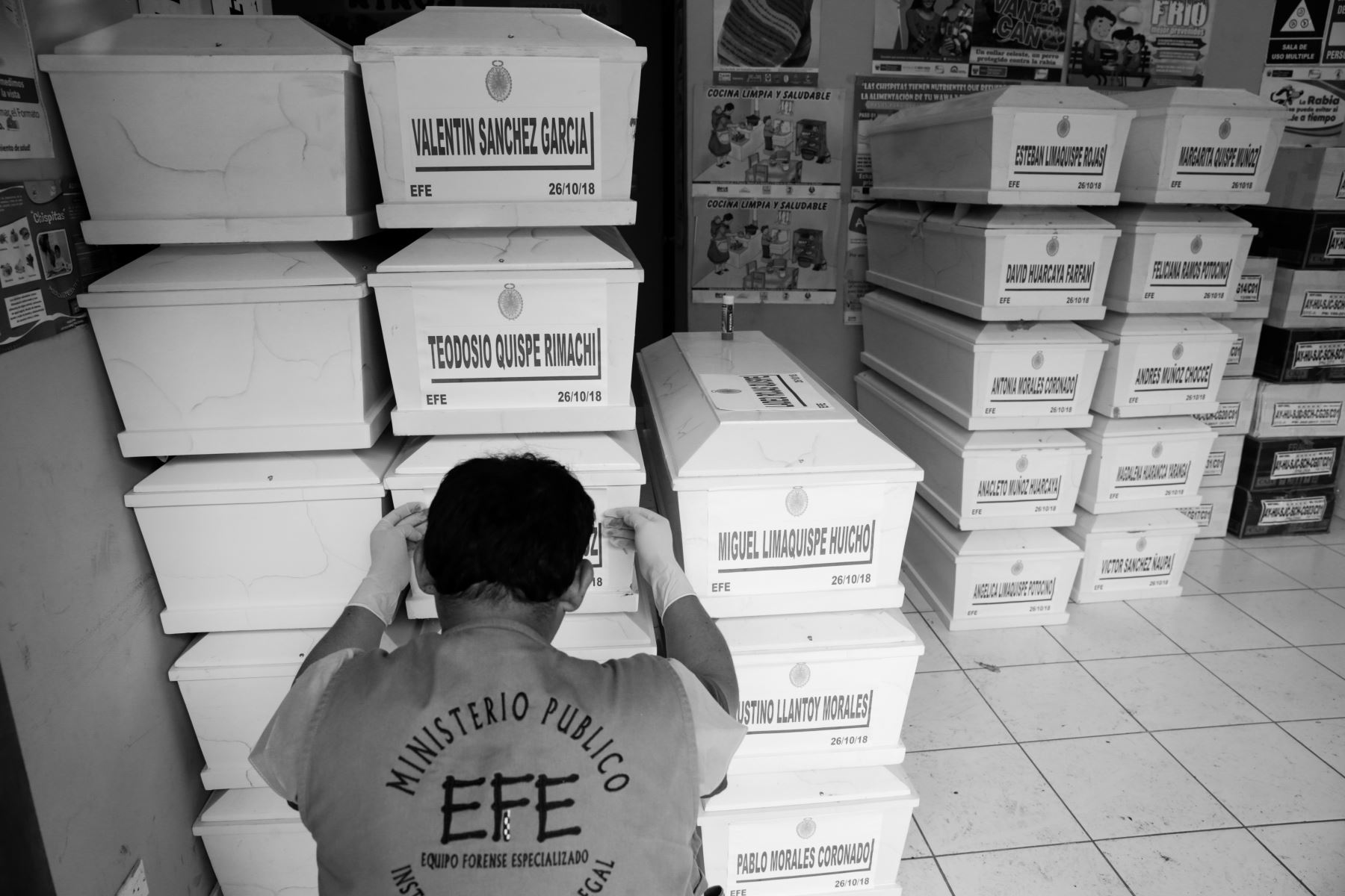 Tras un proceso de peritaje, el Equipo Forense Especializado (EFE) del Ministerio Público devolvió, desde Ayacucho, 27 cajas con cuerpos que pertenecen a la comunidad de Llacchua. Foto: ANDINA/Jack Ramón