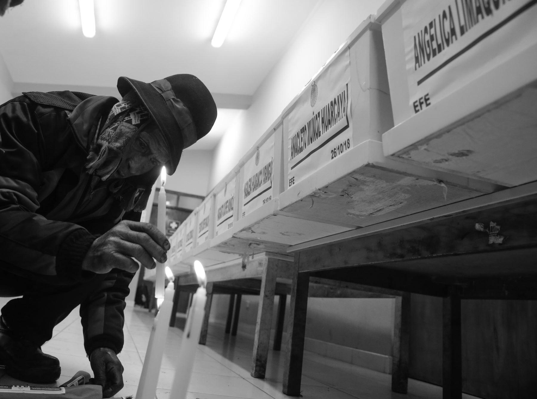 Luego de más de tres décadas de silencioso duelo, los restos de una familia asesinada por la violencia terrorista son identificados y velados en la comunidad  Llacchua . Foto: ANDINA/Jack Ramón