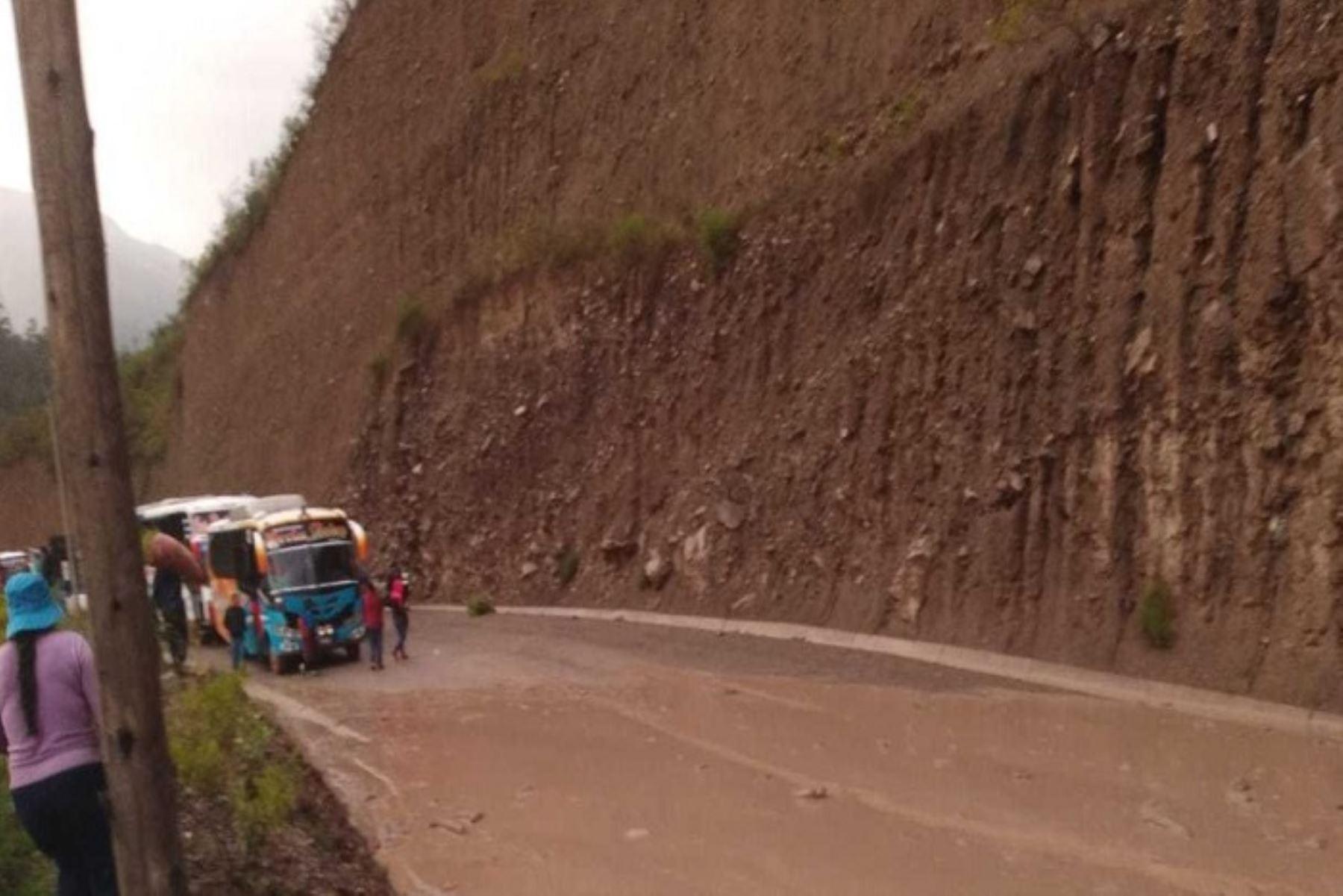 Áncash: huaico afecta 25 metros de vía Huari - Huaraz - Lima