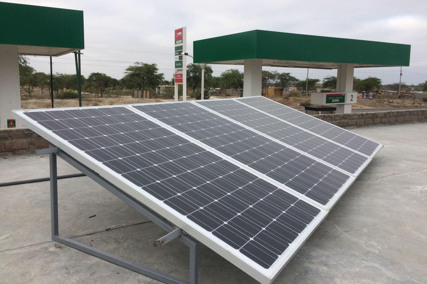 Implementan primer grifo que funciona con paneles solares. ANDINA/Difusión