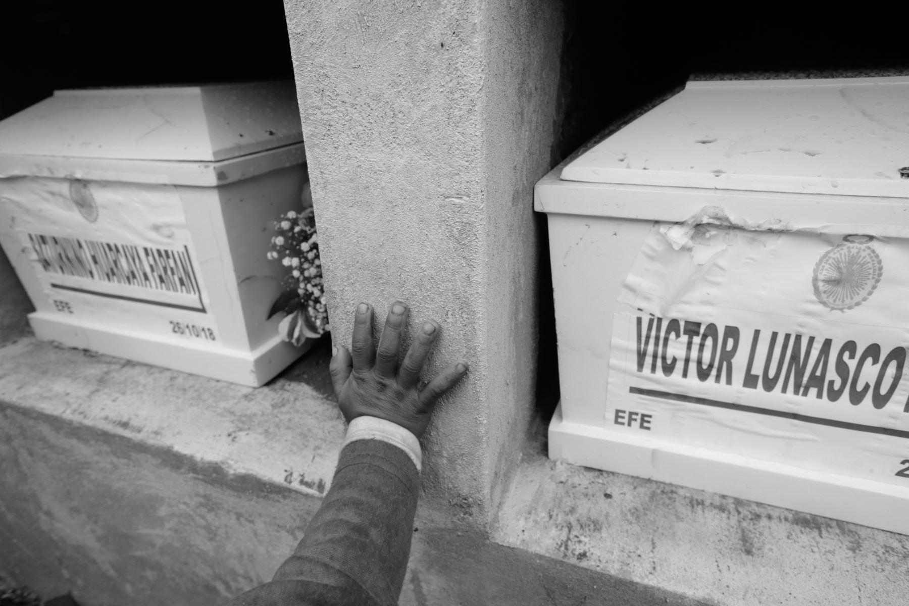 """""""El terrorismo nace del odio, se basa en el desprecio de la vida del hombre y es un auténtico crimen contra la humanidad.""""  PAPA JUAN PABLO II. Foto: ANDINA/Jack Ramón"""