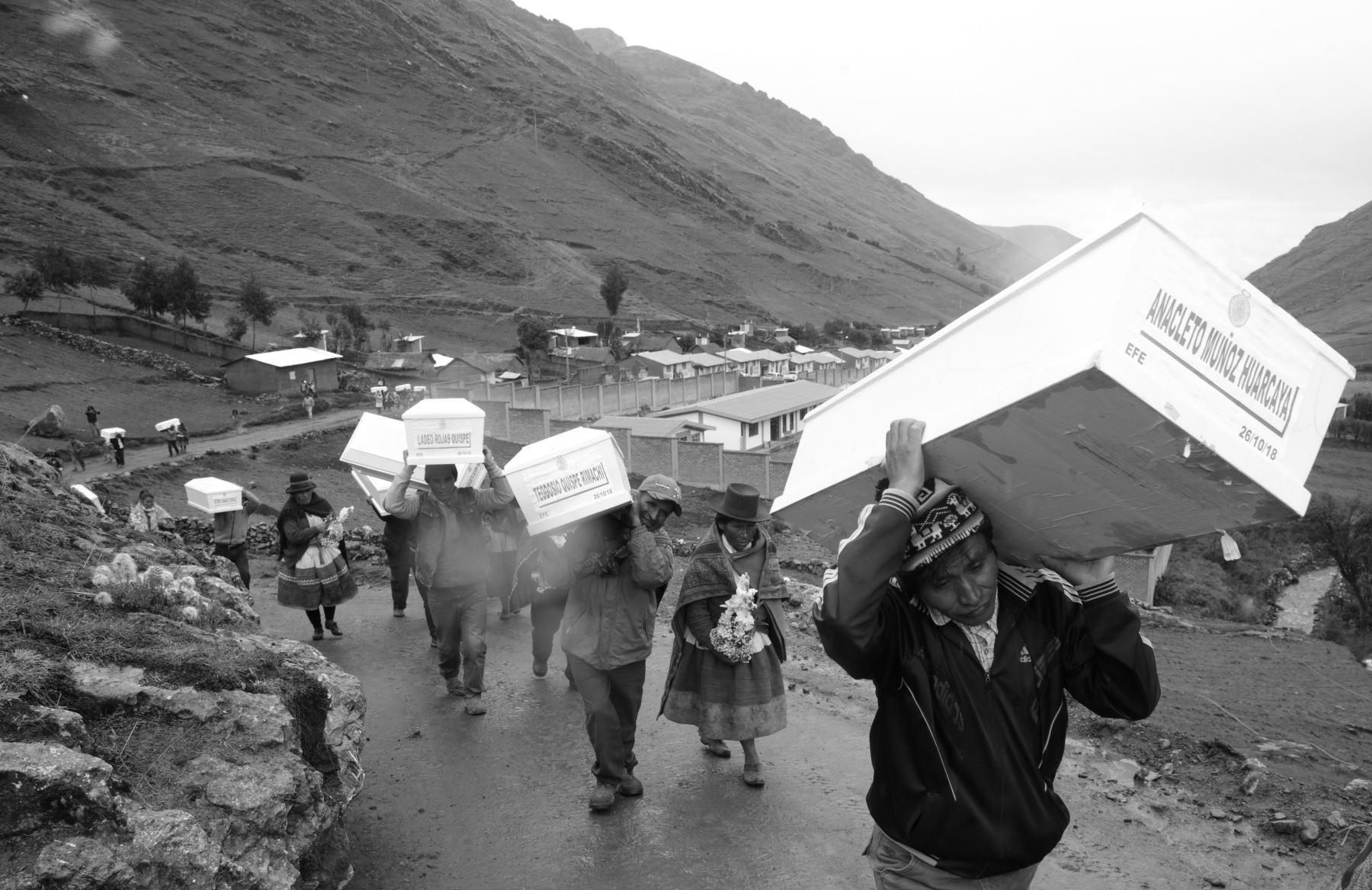 Hay más de 220 mil personas inscritos a nivel nacional en el Registro Único de Víctimas. La mayoría pertenece a Ayacucho, la región más golpeada por el conflicto armado interno 1980-2000, iniciado por Sendero Luminoso. Foto: ANDINA/Jack Ramón
