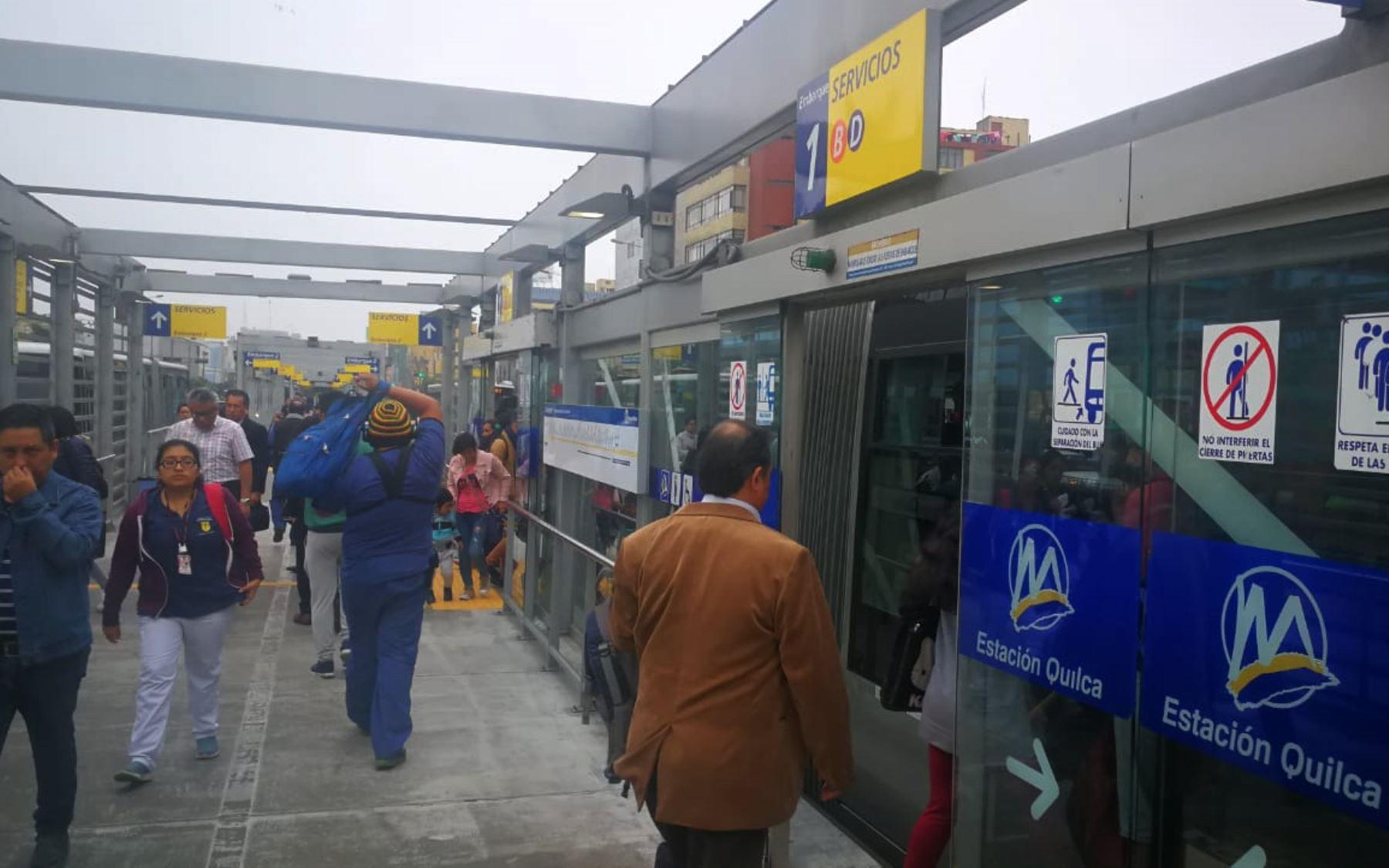 """Hoy miércoles 7 de noviembre """"por decisión arbitraria de los concesionarios Lima Vías Express, Transvial Lima, Perú Masivo y Lima Bus Internacional, se aplicarán las nuevas tarifas de los servicios del Metropolitano"""".Las tarifas se elevaron de 2.50 a 2.85 soles y de 0.50 a 0.55 soles, dependiendo del servicio. Foto: ANDINA/Jack Ramón"""