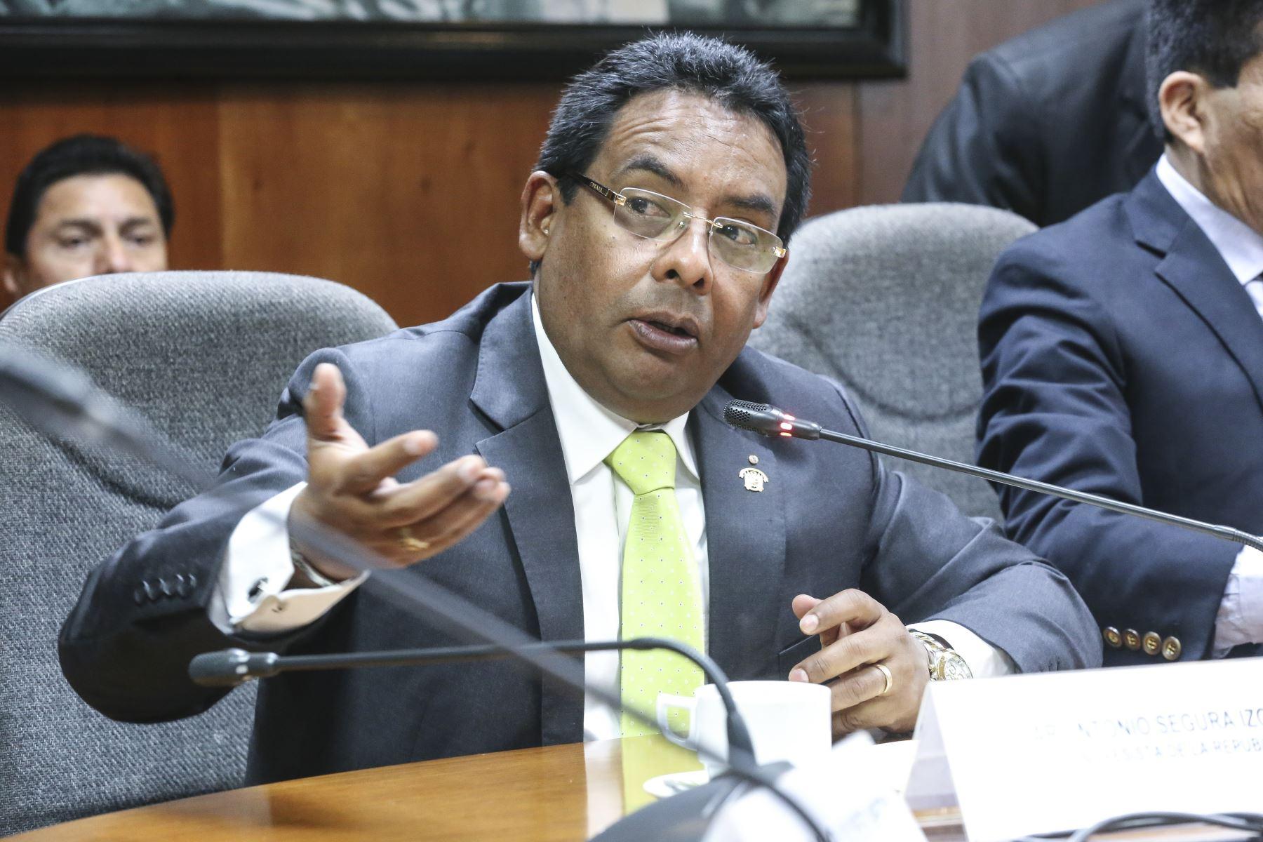 Congresista César Segura (FP).