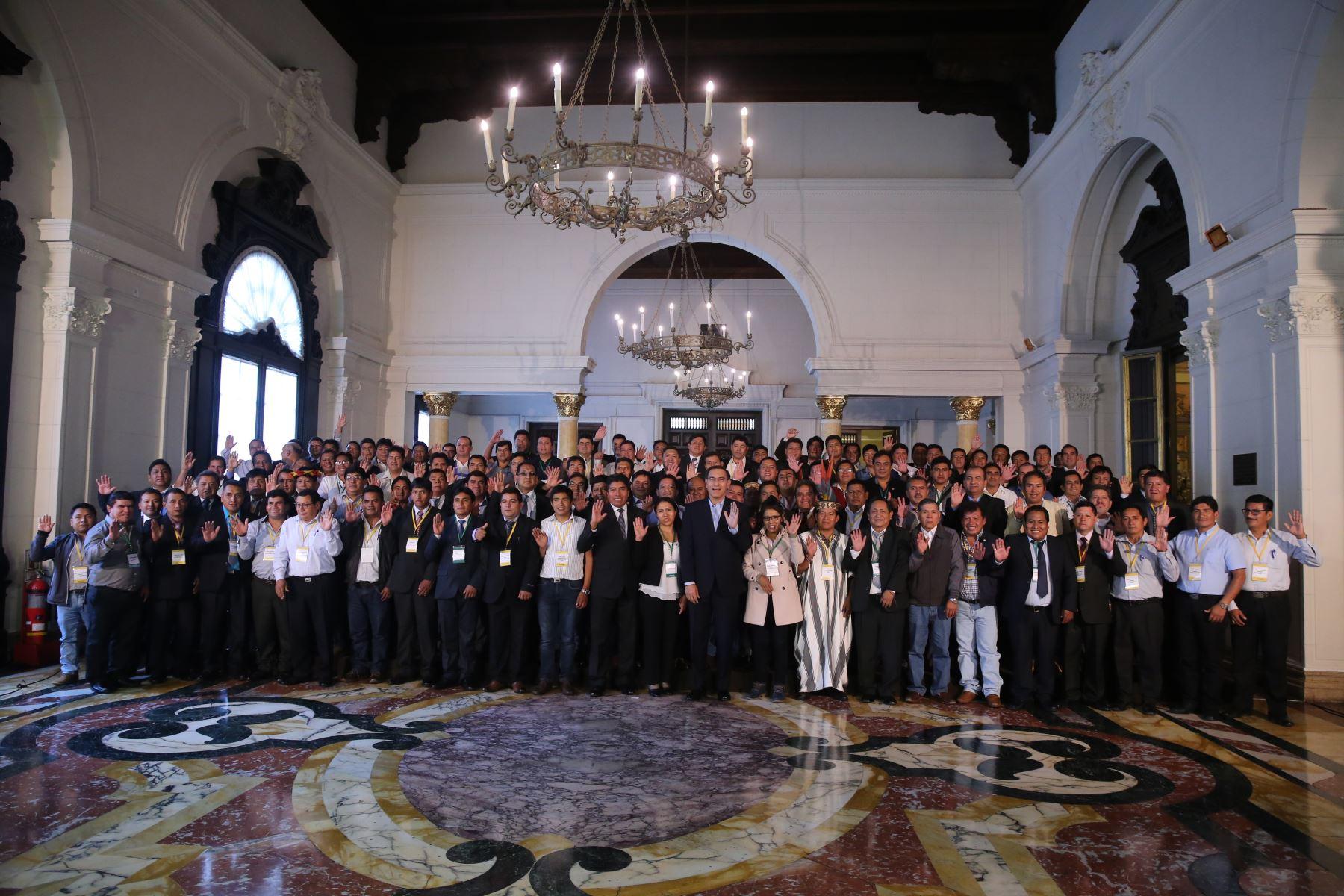 Jefe de Estado. Marín Vizcarra se reúne con un centenar de alcaldes virtualmente electos de municipios que requieren mayor atención del Estado.Foto: ANDINA/Prensa Presidencia