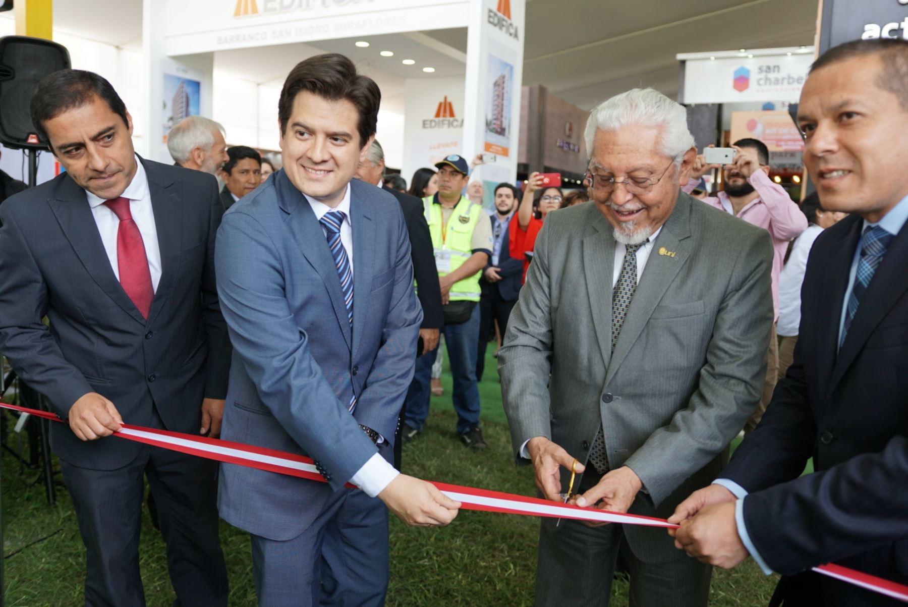 Ministro de Vivienda, Construcción y Saneamiento, Javier Piqué, inaugura feria ExpoUrbania.