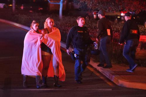 Doce personas fallecieron en un tiroteo en un  bar de Los Ángeles Foto: EFE