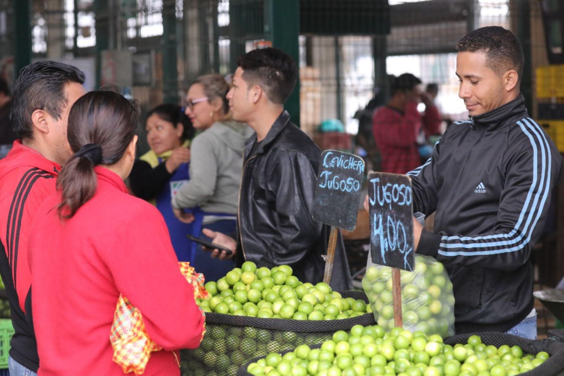 Mayoristas del giro del limón han optado por traer a Lima limón desde Tumbes, Piura y Lambayeque. Foto: MML