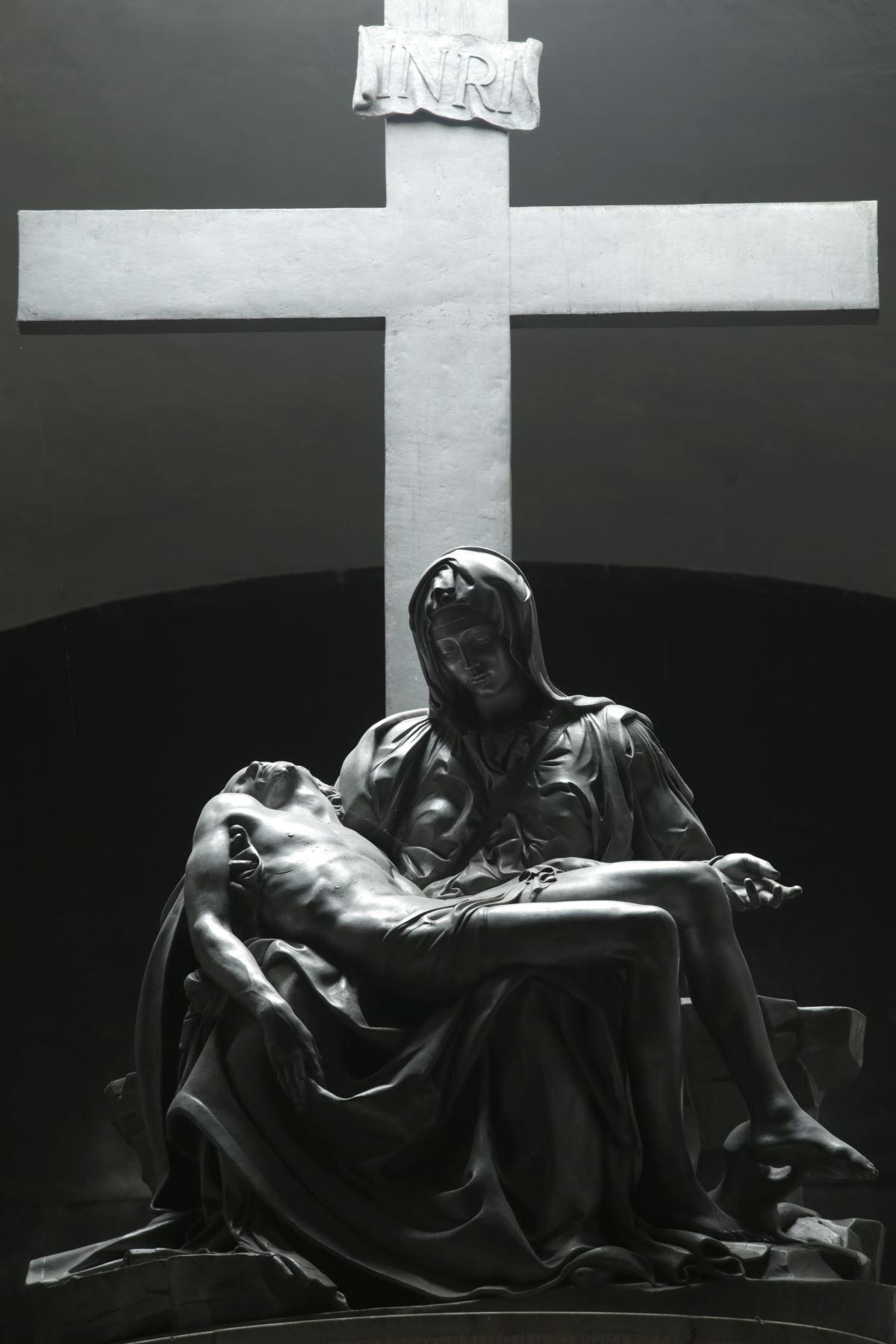 Escultura de La Piedad, réplica en aluminio de la famosa escultura de Miguel Ángel. La imagen fue donada por El Vaticano en la década de 1960. Esta es una de las imágenes que existen en Lampa, la segunda escultura se encuentra en la Municipalidad Provincial. Foto: ANDINA/Melina Mejía