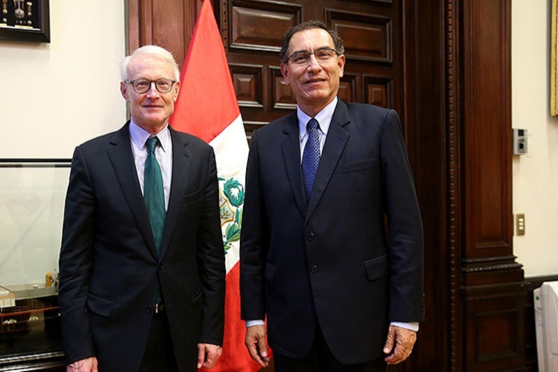 Presidente Martín Vizcarra se reunió con economista estadounidense Michael Porter.