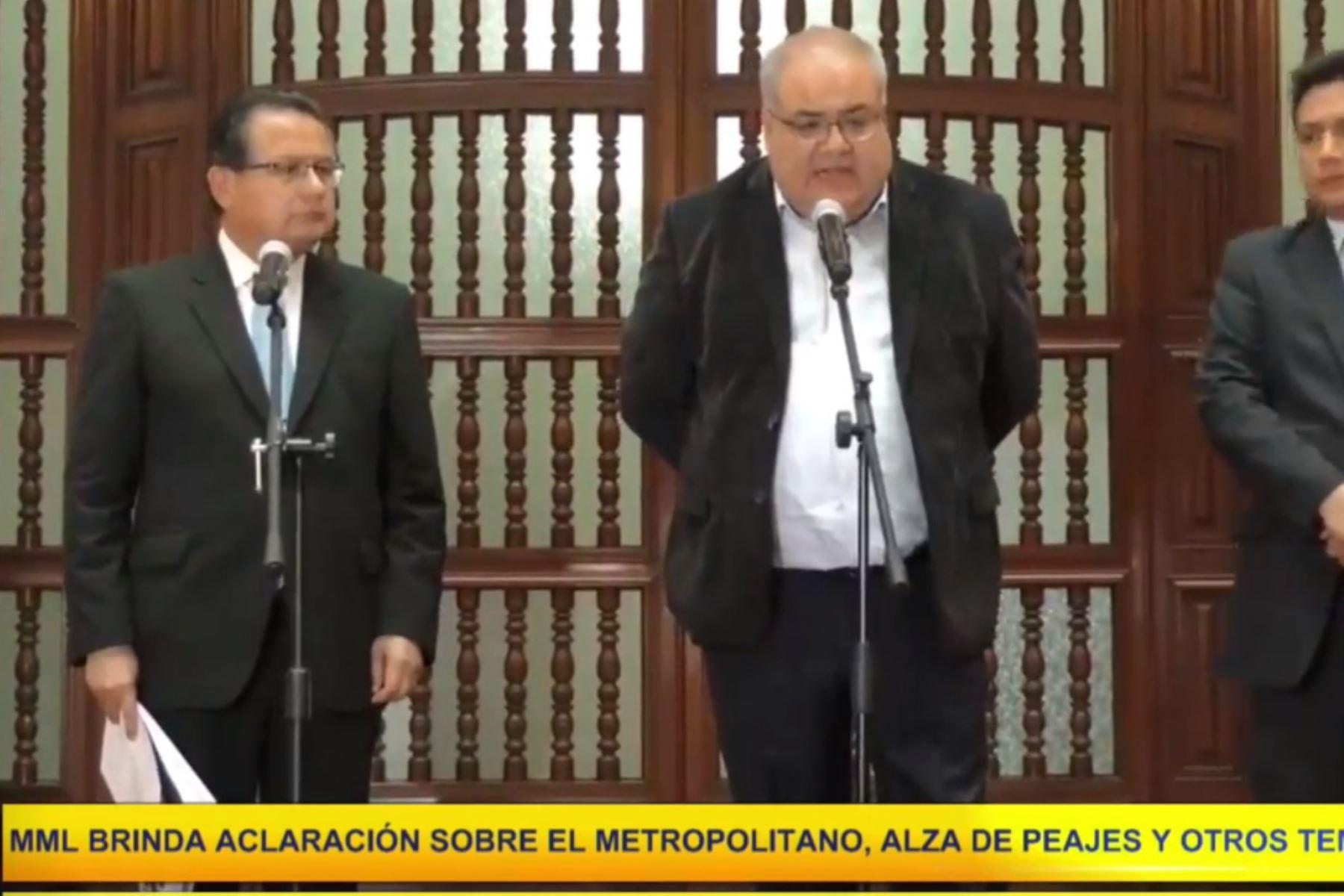 En la conferencia de prensa de regidor metropolitano Wilder Ruiz y el asesor jurídico de Protransporte, Raúl Fernández,