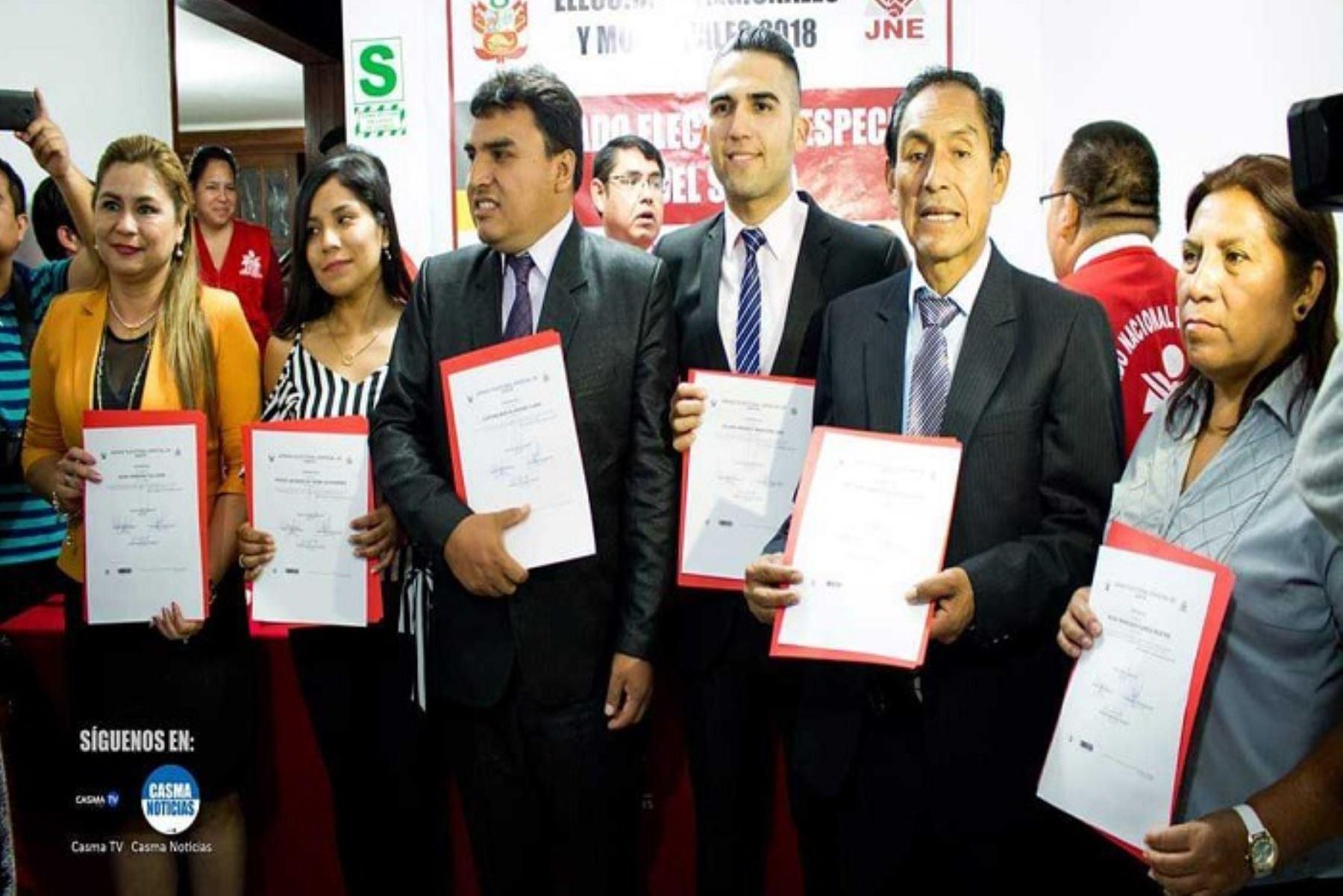 El Jurado Electoral Especial (JEE) del Santa entregó hoy credenciales a nuevas autoridades municipales de 4 provincias y 29 distritos de la región Áncash.