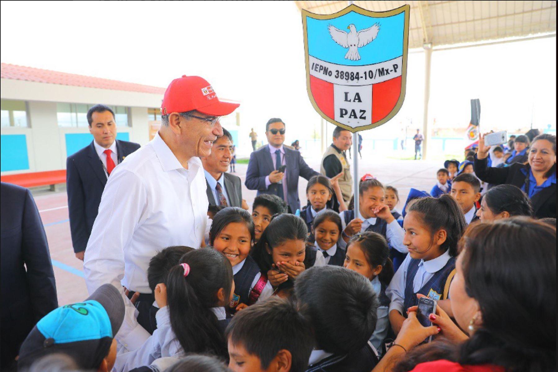 Jefe del Estado inspecciona obras en colegio en Huamanga