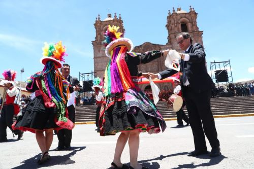 El ministro de Energía y Minas, Francisco Ísmodes, presidió la ceremonia en la región Puno de lanzamiento de la Agenda Bicentenario.