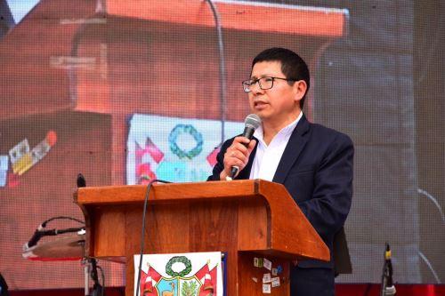 El ministro de Transportes y Comunicaciones, Edmer Trujillo, lideró la ceremonia en Huancavelica de lanzamiento de la Agenda Bicentenario.