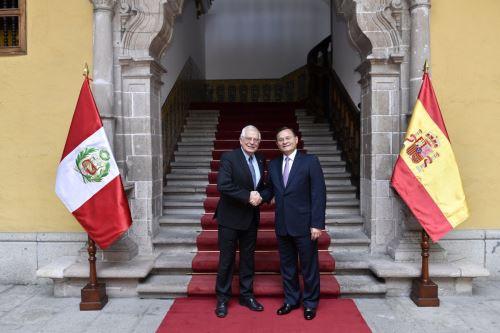 El canciller Popolizio se reúne con su homólogo de España, Josep Borrell