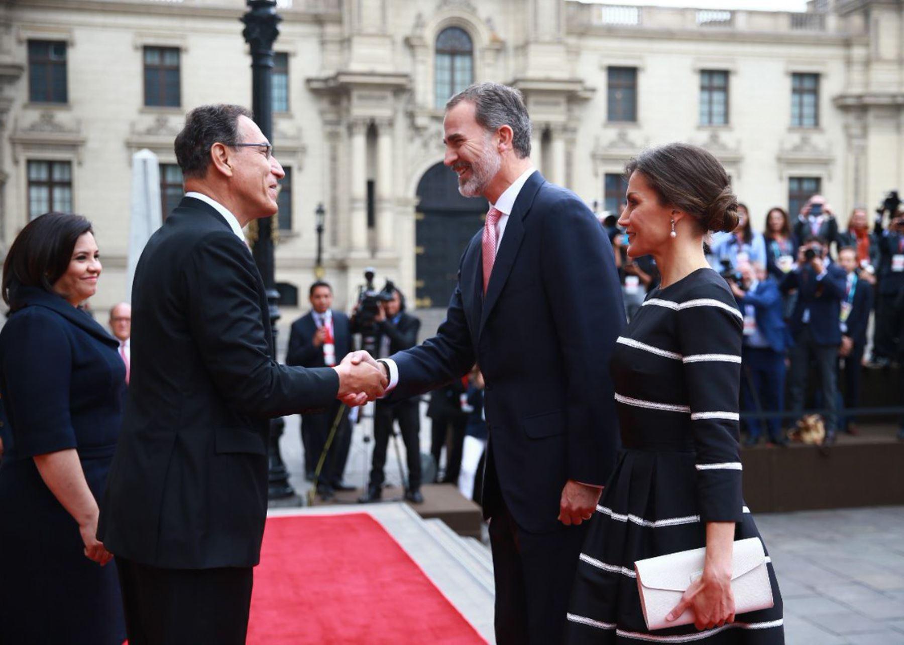 Presidente Martín Vizcarra recibió hoy a los reyes de España en Palacio de Gobierno.