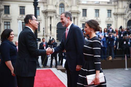 El presidente Vizcarra recibe a sus majestades los reyes de España