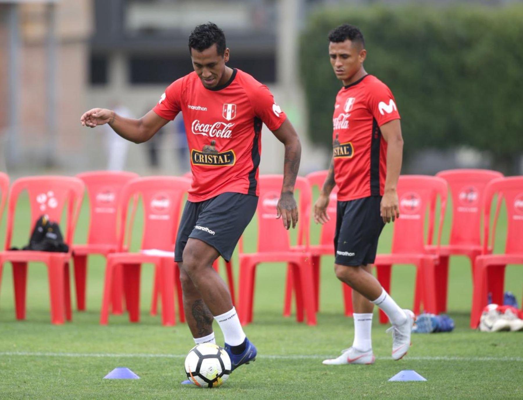 El volante de la selección peruana, Renato Tapia, entrena  en la Videna. Foto:ANDINA/FPF