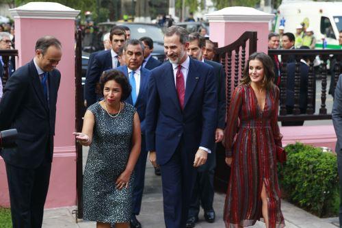 La ministra de Cultura, Patricia Balbuena, y reyes de España Felipe VI y doña Letizia participan en exposición de los lineamientos de arte Madrid Arco 2019