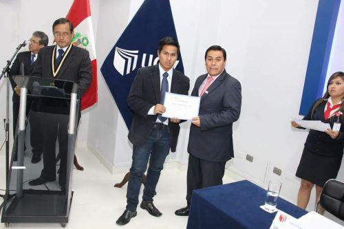 Conoce a Gino Peña, el joven que dejó el mundo delictivo para estudiar Derecho. Foto: ANDINA.