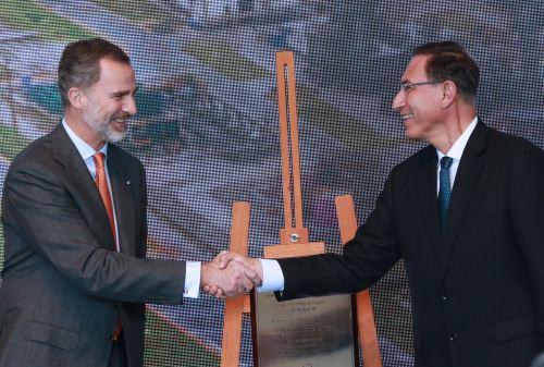 Presidente Vizcarra y el rey de España  Felipe VI visitan la refinería La Pampilla