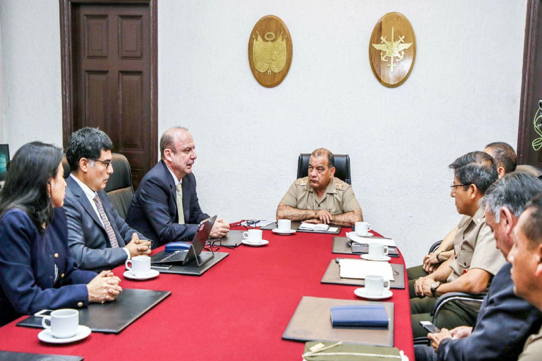 Fuerzas Armadas y la ONPE coordinan acciones para garantizar la seguridad durante el referéndum 2018.