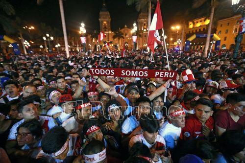 Homenaje al hincha peruano