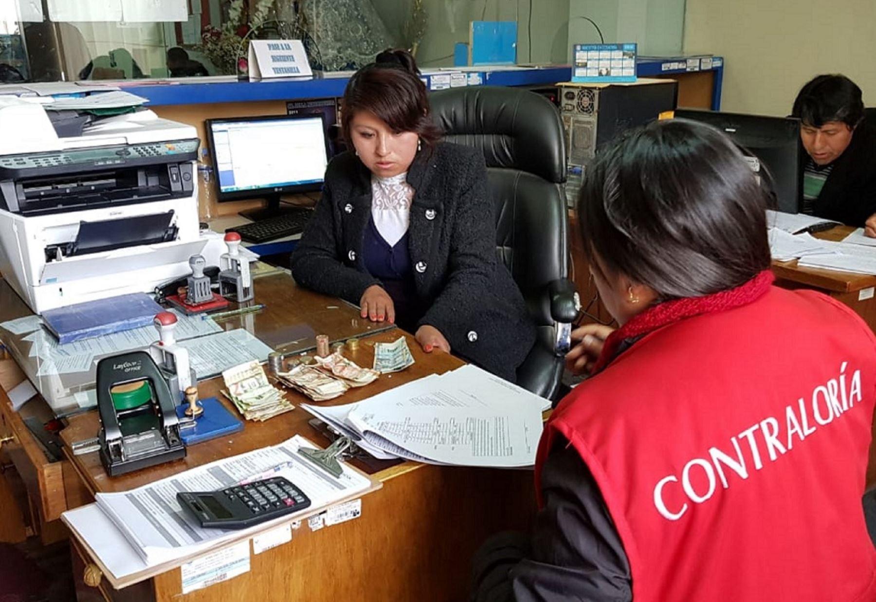 """Dinero faltante se encontró durante operativo sorpresa """"Buen uso del efectivo en las municipalidades"""" Foto: Contraloría"""